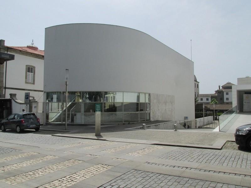 Siza Vieira em Vila do Conde para classificação do Banco como Imóvel de Interesse Público