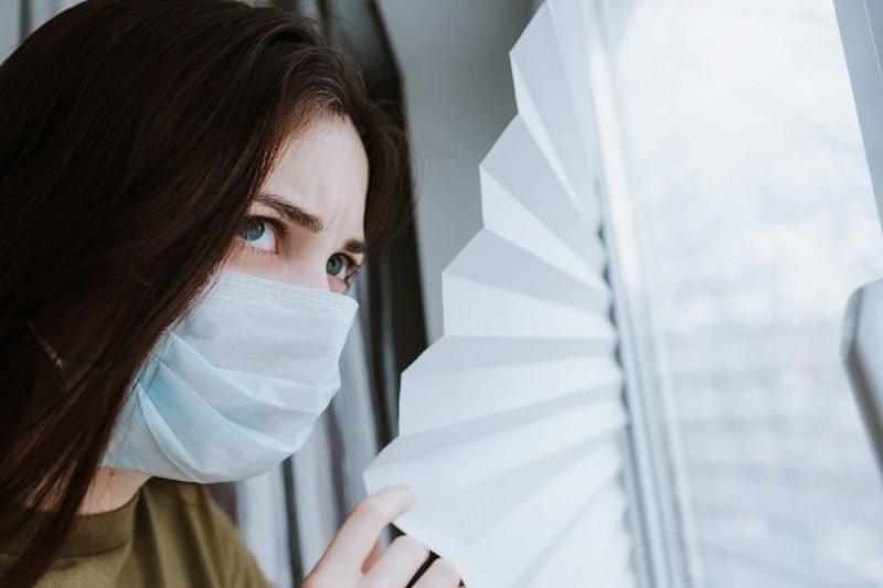 Um terço dos infetados com Covid-19 tem pelo menos um sintoma passados três a seis a meses